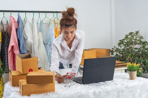 ผู้หญิงทำธุรกิจออนไลน์