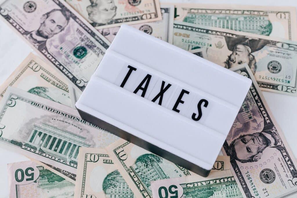 ยื่นภาษี