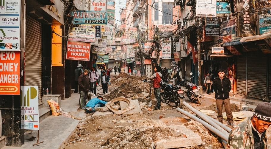 ก่อสร้างทำถนน