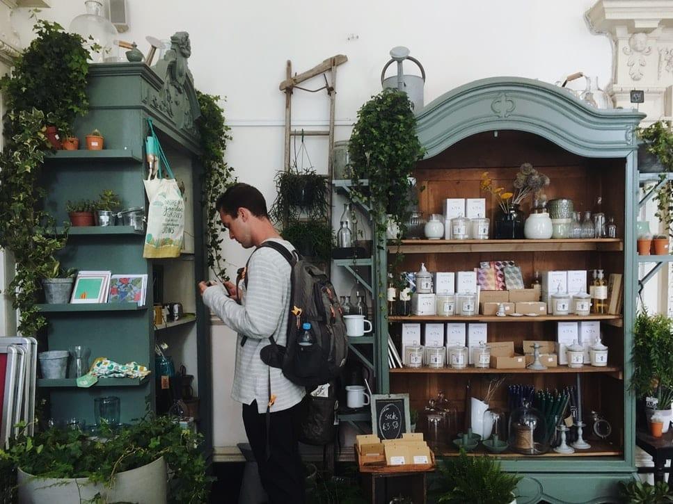 ต้นไม้ในร้านขายของชำ
