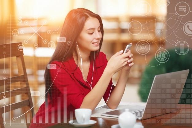 ผู้หญิงกับแล็ปท็อป