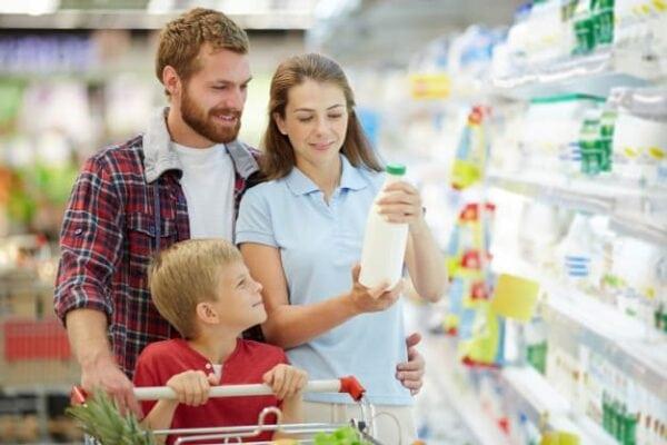 ครอบครัว-ซื้อ-นม