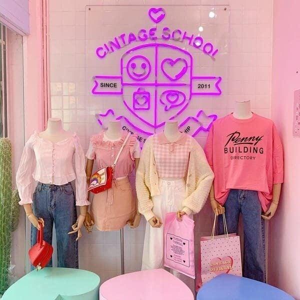 หน้าร้านเสื้อผ้าแฟชั่นที่ใช้การบริหารร้านค้าปลีกยุคใหม่