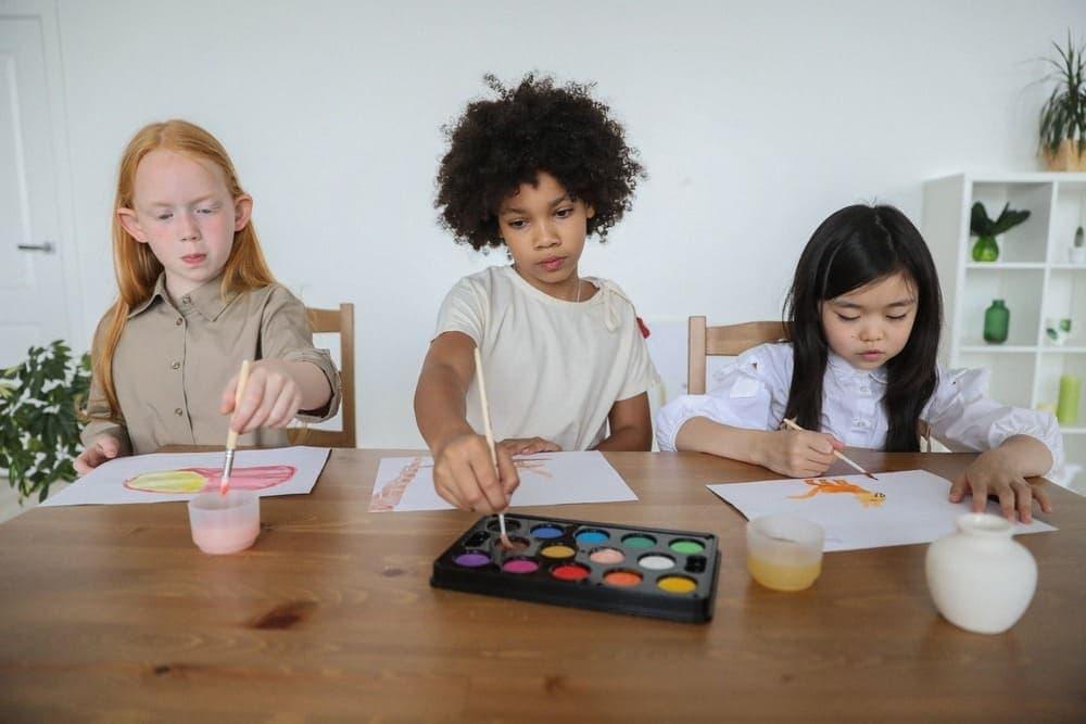 เด็กๆทำการบ้าน