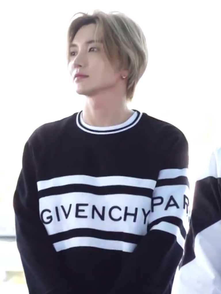 ลีทึก Super Junior กับแบรนด์ Givenchy